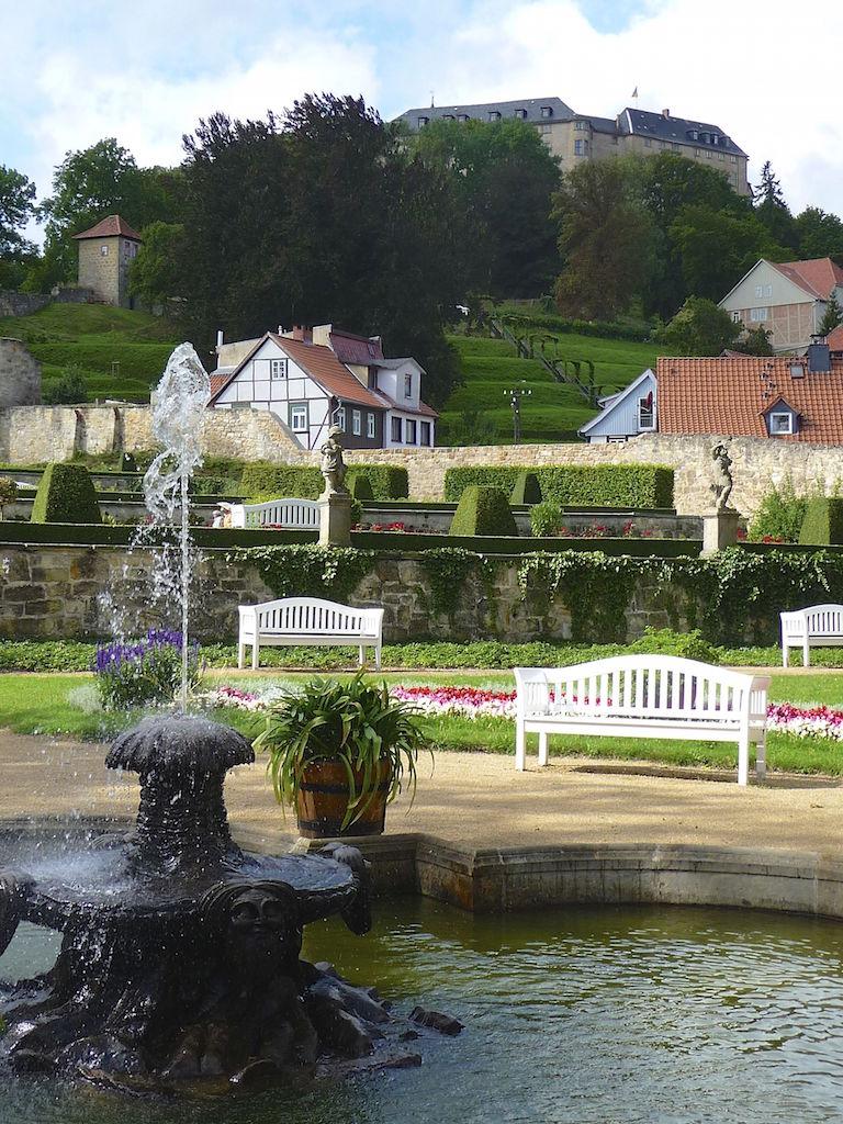 Barockgarten mit Blick zum Schloss