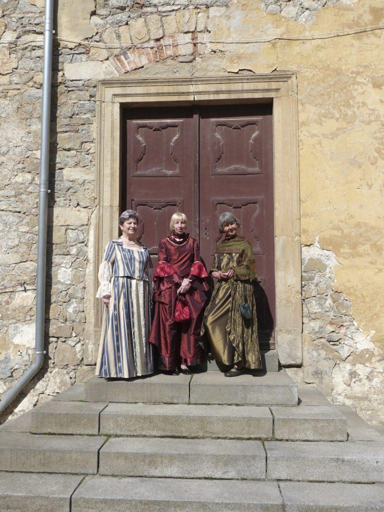 Schlossführerinnen im Barockkostüm
